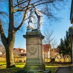 image de Die Germania auf dem Friedhof